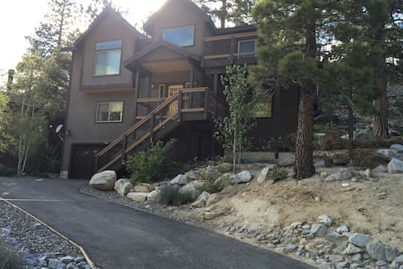 Modern Mountain Home with game room & views! - South Lake Tahoe - House