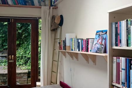 Sunny first floor garden flat in central Bristol - Bristol - Lejlighed