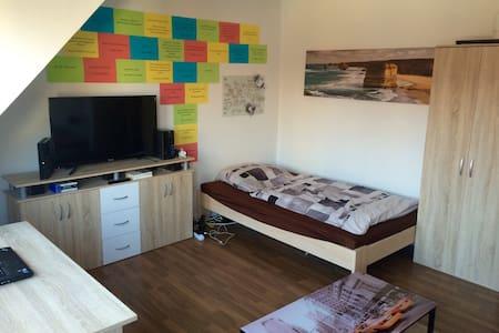 Messe-Zimmer im Szeneviertel Linden - Appartamento
