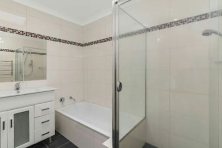 Short stay next to belconnen mall - canberra