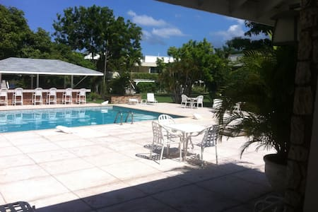 Studio by the Bay and Beach - Montego Bay