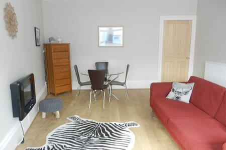 Excellent Value-Lovely 2 Bed  Flat - Rutherglen - Apartment