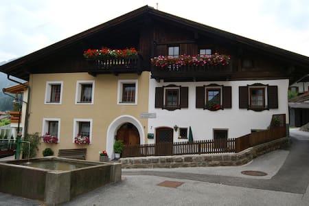 Ferienwohnung via Fienili, 5 Pers. - Gossensaß - Apartamento