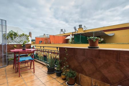 Central and cozy room with terrace - Seville - Apartment