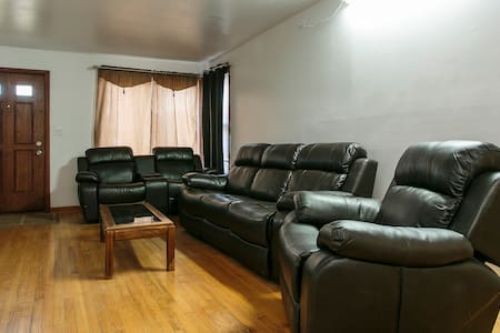 Executive house fully furnished. - Melrose Park
