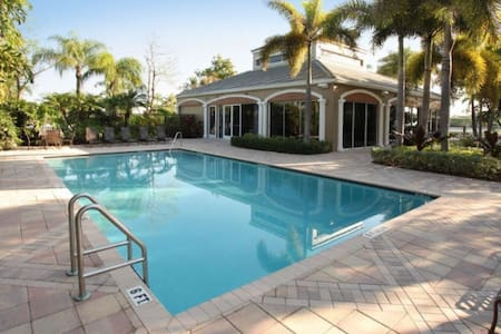 Fancy apt w/ pool gym playground - Boca Raton - Lakás