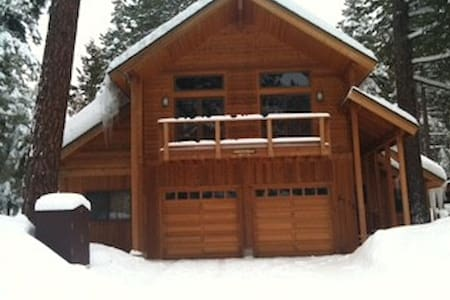 Spacious cabin, private  bedroom