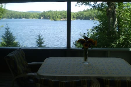 Sunapee area idyllic lakeside cottage on Sand Pond - Casa