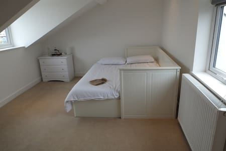 Private room and bathroom by the sea - North Shields