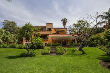Beautiful lakeside Villa in Chapala - Chapala