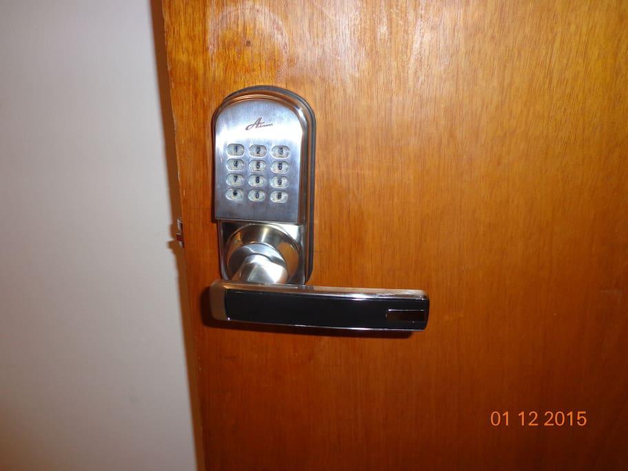 Entrada com segurança: fechadura digital eletrônica