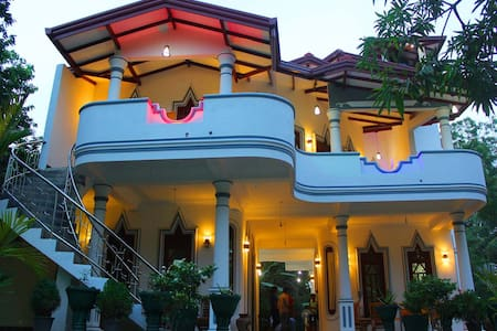 HOTEL RIVER FRONT - Bed & Breakfast