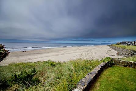 Gorgeous Oceanfront Chelan Condo #1 - Neskowin
