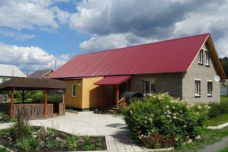 Дом в Абзаково для маленьких и больших компаний - Abzakovo - House