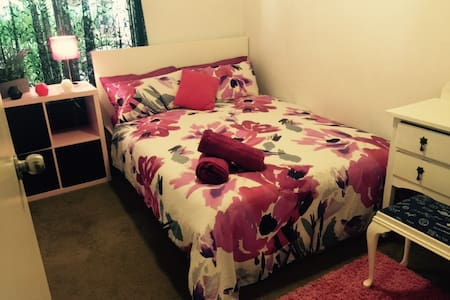 Fully furnished double guest room - Hus