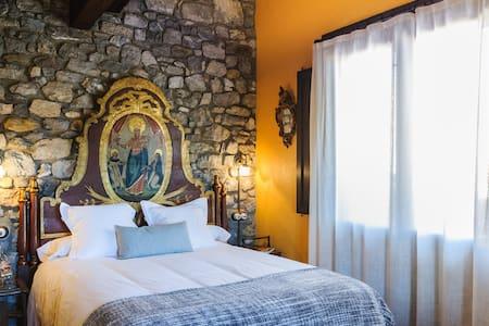 Habitación balcón montañas Garrotxa - Oix - Bed & Breakfast