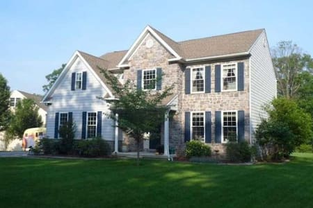 Swarthmore graduation, large home with yard! - Haus