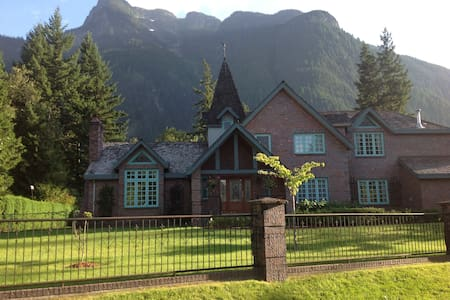 Majestic Chateau close to Vancouver - Villa