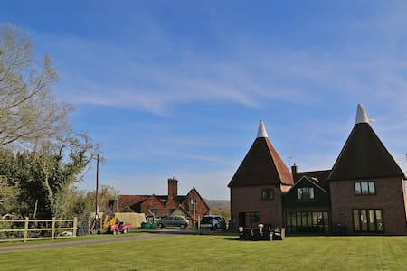 4 Bedroom countryside Oast House on old dairy farm - House