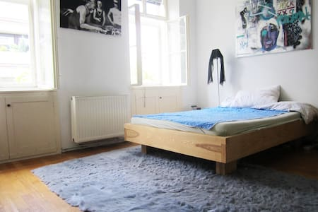 ARTY COMFORTABLE BEDROOM with own Toilette - Wien - Wohnung