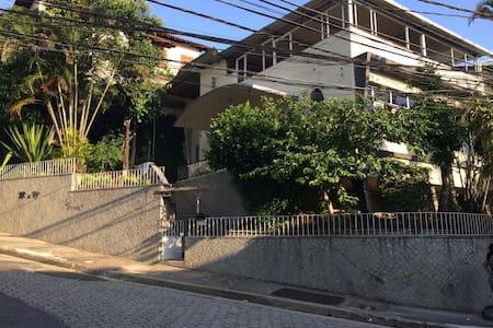 Comfortable suite in peaceful area - Niterói - House