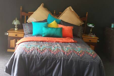Bethany, Queen bed.Charmingly yours. Best ever!! - Hokitika