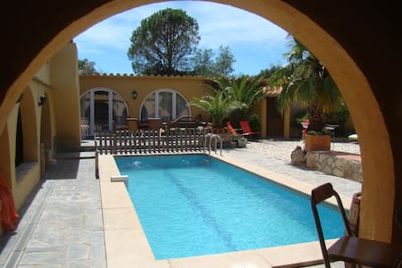 chambres avec piscine dans un mas en pleine nature - Casa
