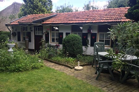 Rustig gelegen Bed & Breakfast in grote privé tuin - Maarheeze - Blockhütte
