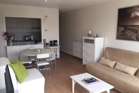 Renovated studio 150m from the beach (+ parking) - Koksijde - Lakás