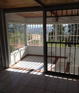 Easy access from Inte'l Airport - Escazu - House