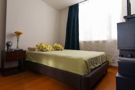 Habitación y baño privados en el corazón de Bogotá - Bogota - Apartment