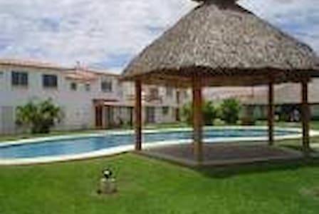 Cómoda Casa Acapulco en la Zona Diamante - House