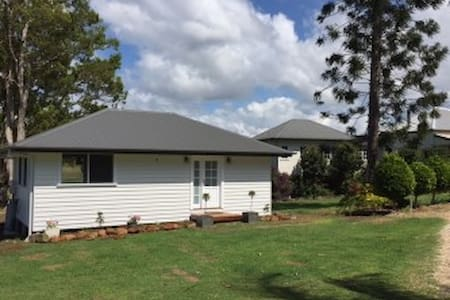 New Peaceful Cottage central to Mullum/Bruns/Byron - Vila