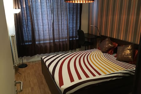 Nice room 10mins to airport /20mins to city centre - Lakás