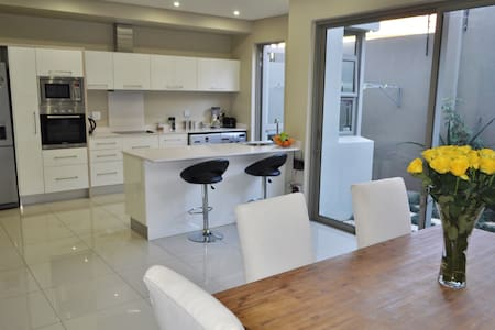 Great Location - discover Johannesburg! - House