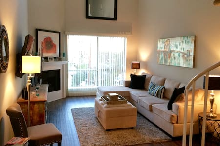 Beautiful  1 Bed + Loft w/ Rooftop - Apartment