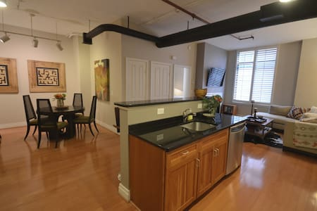 Clarendon Condo 2BR/2BATH w/parking