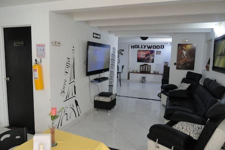 Hermosa Casa 10 Min del Aeropuerto - Bogota