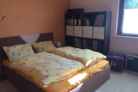 Schönes Zimmer auf dem Lande - Hus