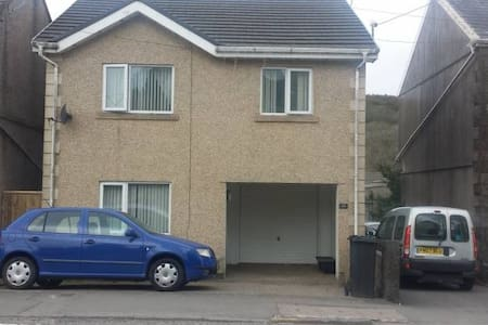 3 double rooms - House