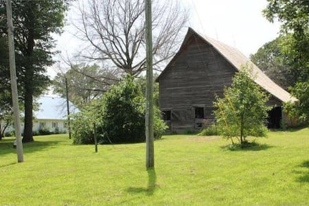 Small peaceful farm near KC entertainment - Oak Grove