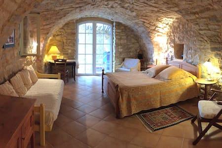 Chambre 30 m2 indépendante et calme - House