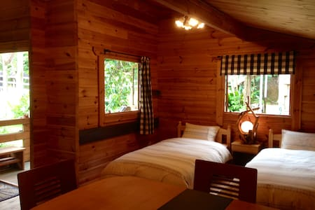 Living with horse staying log-house - Cabin