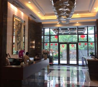 WiFi , Parkview(园景), Metro(地铁)24hr checkin /小时入住 - Guangzhou - Apartment