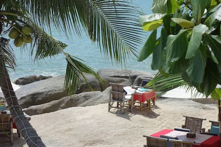 COPACABANA 2/4P  ACCES DIRECT PLAGE  10M + CUISINE - Rumah