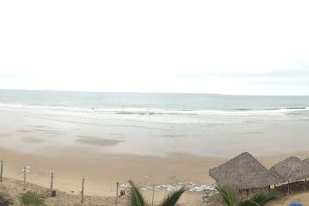 Carefree private beach cabaña. - Kisház