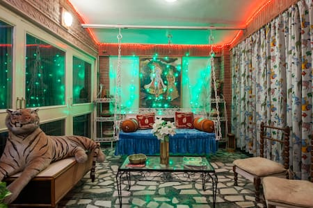 Colonel Sharma's Home Stay-A/C Room - Agra