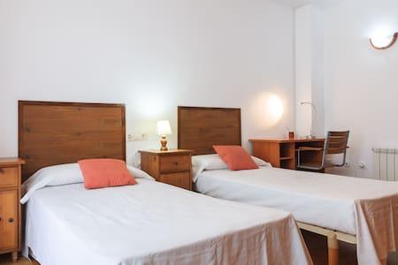 HUTG- 024365 Habitación espaciosa con vistas nº4 - Vilabertran - Reihenhaus