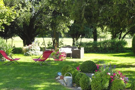 Spacious and quiet bed & breakfast - Saint-Saturnin-du-Bois - Bed & Breakfast