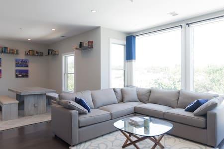Private BR/BA in a bright new condo! - Apartamento